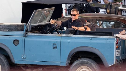 Daniel Craig se zranil při natáčení 25. bondovky.