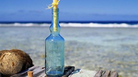 Kanaďan každý den posílá do moře vzkaz v láhvi.