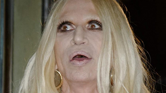 Donatella Versace vypadala opravdu děsivě.