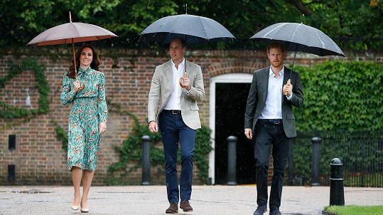 Na Dianu zavzpomínali princové William a Harry i vévodkyně Kate.