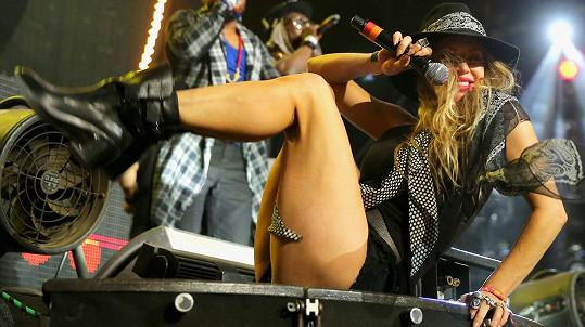 Fergie v neděli vystoupila na festivalu Coachella.
