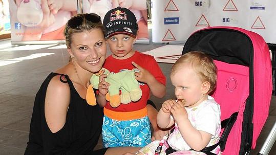 Jitka Kocurová s dětmi Tomáškem a Barunkou