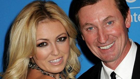 Paulina se svým otcem Waynem Gretzkym.