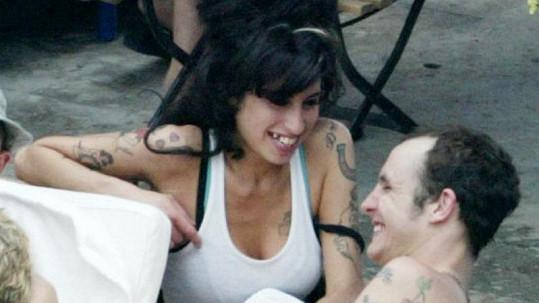 Amy Winehouse a Blake Fielder-Civil, když spolu ještě byli šťastní.