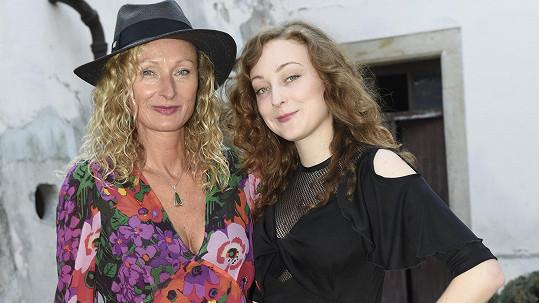 Manželka Ondřeje Havelky s dcerou Rozálií vyrazily na premiéru tátova filmu.