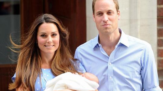 Vévoda a vévodkyně z Cambridge ukázali svého syna.