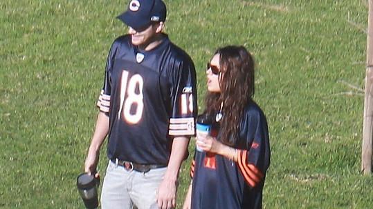 Ashton v tom Milu nechtěl nechat a také si navlékl dres.