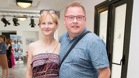 Herec a moderátor oslavil s manželkou 25. výročí svatby.