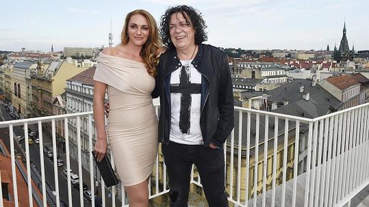 Richard Genzer s přítelkyní Markétou