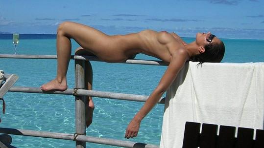 Adrianne Curry odhalila své fantastické tělo.