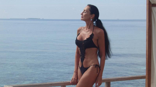 Sisa Sklovska má i ve svém věku skvělou figuru.