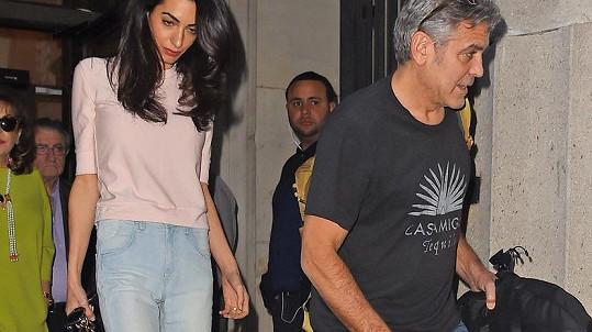 George Clooney daroval své ženě k narozeninám šatnu s přehlídkovým molem. Udělal dobře?