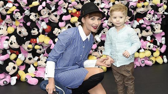 Tříletý syn Sandry Novákové se dal také na herectví.