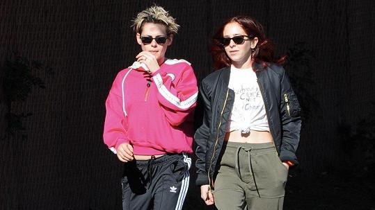 Kristen Stewart (vlevo) a Sara Dinkin