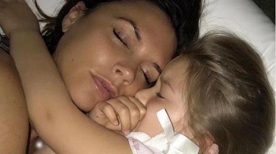 Victoria uveřejnila prostřednictvím sociálních sítí tuto fotografii s dcerkou Harper (5).