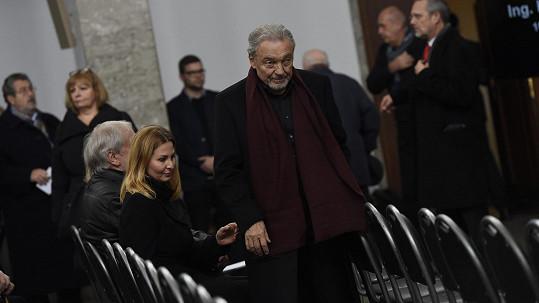 Rozloučit se přišel i Karel Gott s manželkou Ivanou