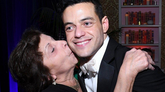 Rami Malek s maminkou Nelly na Oscarech