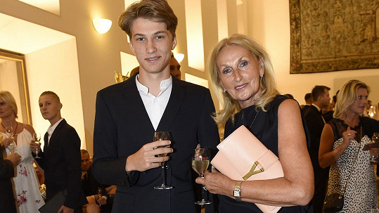 Syn Terezy Maxové s babičkou