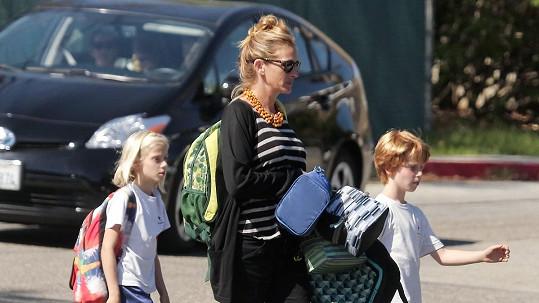 Julia Roberts v doprovodu svých dětí
