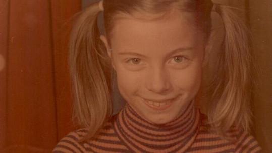Tahle zubatá holčička bude jednou dojímat posluchače a nafotí akty.