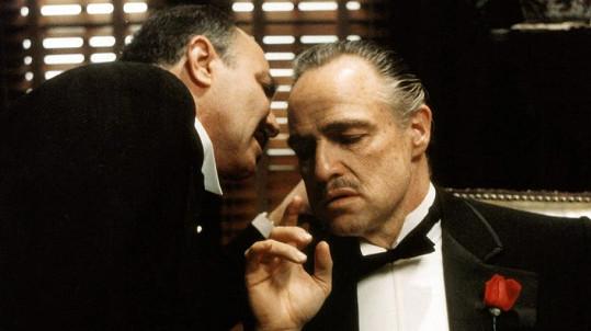 Marlon Brando získal za roli ve filmu Kmotr Oscara, cenu ale odmítl.