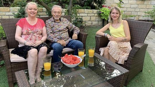 Karel Gott s dcerami Dominikou (vlevo) a Lucií
