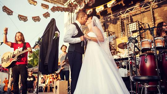 Únos nevěsty na koncertě Richarda Krajča. Diváci byli nadšení a dojatí.