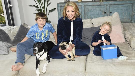 Agáta se svými dětmi, Mia s ní na Štědrý den nebude.