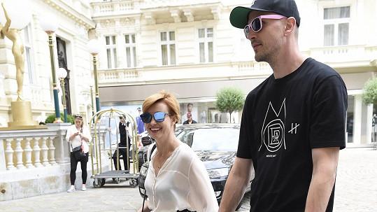 Jitka Schneiderová dorazila do Karlových Varů...