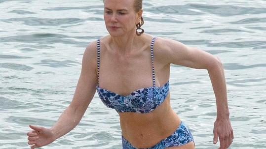 Nicole Kidman v bikinách....