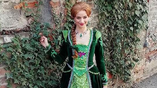Roli princezny si Ivana Jirešová užívá.
