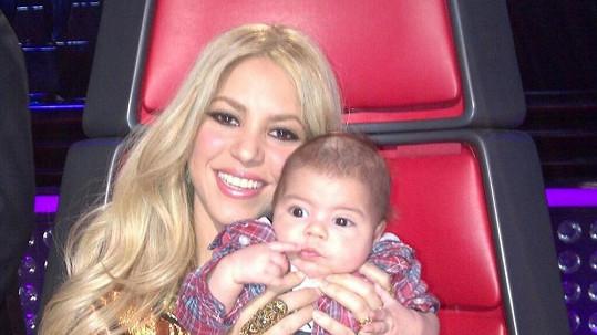 Shakira se prý stala závislou na kojení syna.
