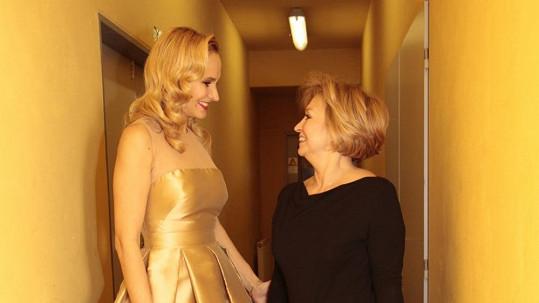 Monika Absolonová s maminkou, která se bude vdávat.