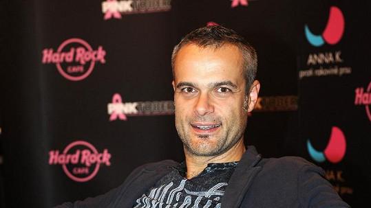 Jaro Slávik podporuje sérii koncertů pro prevenci rakoviny prsu.