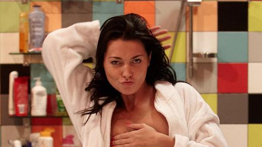Na Nikol Trojanovou prasklo, že si zahrála ve filmu pro dospělé muže, kteří mají rádi muže.