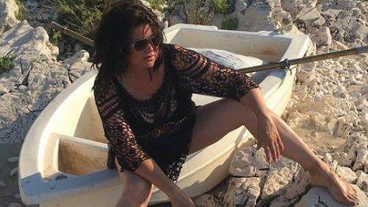 Ilona Csáková si na dovolené na chvíli zahrála na modelku.