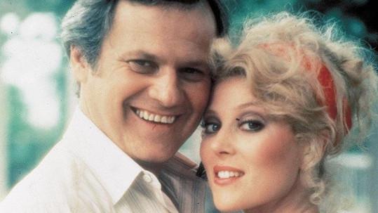 Zemřel Cliff Barnes z Dallasu Ken Kercheval. Na snímku z roku 1978 s Audrey Landers