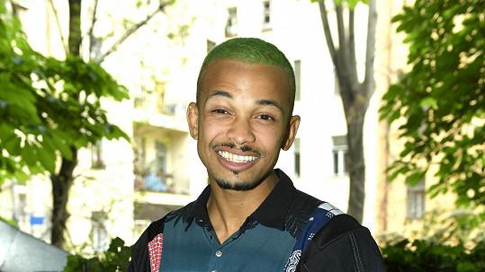 Ben Cristovao si nechal na zeleno obarvit vlasy.