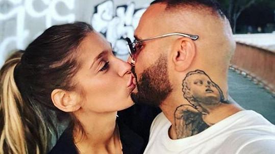 Rytmus a Jasmina Alagič jsou zamilovaní až po uši.