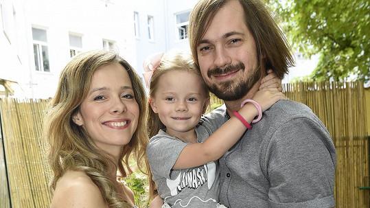 Lucie Černíková a Lukáš Pavlík s dcerou Sofií