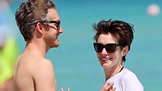 Držitelka Oscara Anne Hathaway bude maminkou...