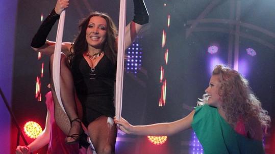 Olga Lounová během svého vystoupení předvedla vnady i kalhotky.