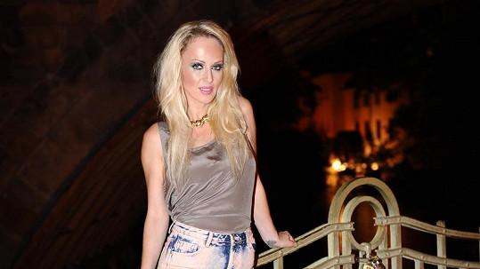 Zuza Belohorcová zapózovala v sexy šortkách.