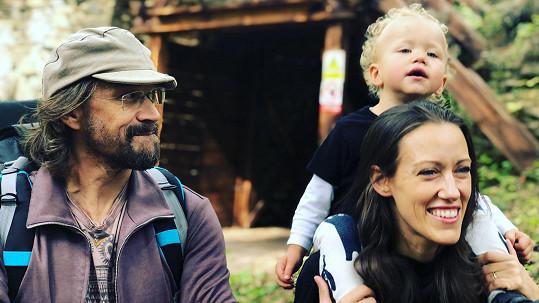 Dan Bárta s manželkou Alžbětou a synem Mikulášem