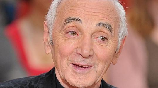 Charles Aznavour letos v srpnu.