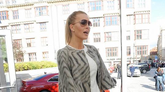 Simona Krainová měla dokonalý outfit.
