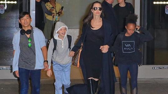 Angelina Jolie s dětmi