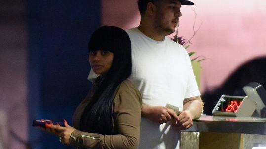 Rob Kardashian a Blac Chyna čekají prvního společného potomka.
