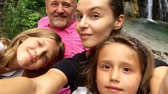 Iva Kubelková s rodinou