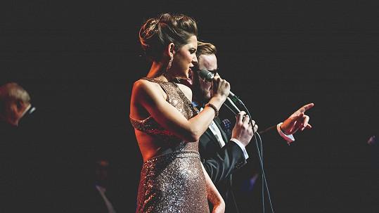 Martina z Robina Hooda je dnes úspěšnou zpěvačkou.